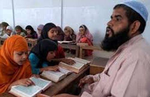 Imam erklärt Demokratie und Rassismus